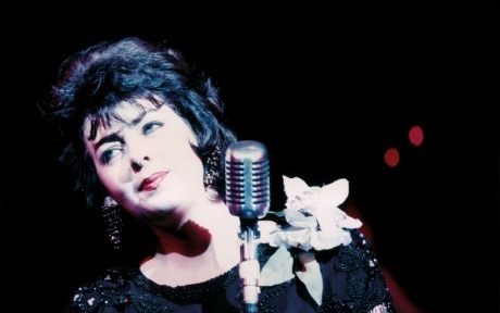 Sandy Kelly performs Patsy Cline